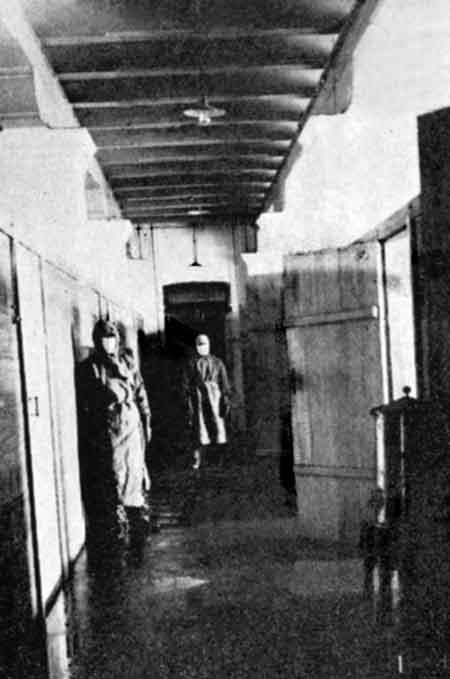 Рис. 33.12. Изоляционное отделение чумного городка во Владивостоке